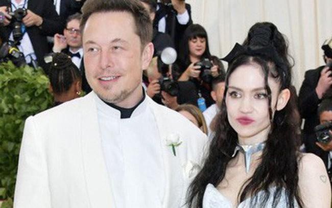 """""""Thả thính"""" như Elon Musk: Nói bông đùa về AI, có luôn bạn gái nhạc công xinh đẹp"""