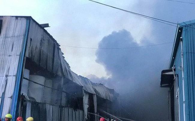 Đang cháy lớn tại công ty rộng 1.500 m2 ở Sài Gòn