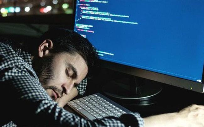 """Mất ngủ khiến tế bào thần kinh đệm """"nổi loạn"""" và ăn mòn não bộ"""
