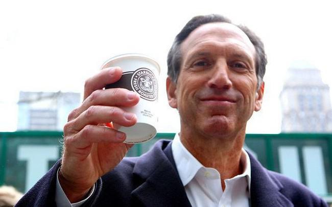 """Xuất thân nghèo khó, từng phải bán máu lấy tiền đóng học"""": Câu chuyện về tỷ phú Howard Schultz """"tay trắng làm nên sự nghiệp"""" sẽ truyền cảm hứng sống cho bạn"""