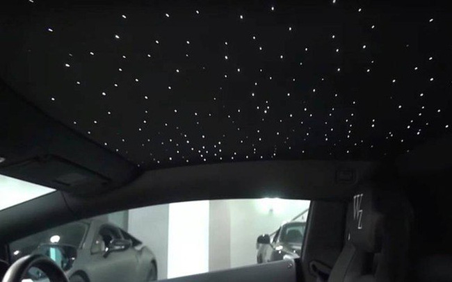 Cựu sao MU trang trí Lamborghini Aventador với trần xe bầu trời đầy sao của Rolls-Royce