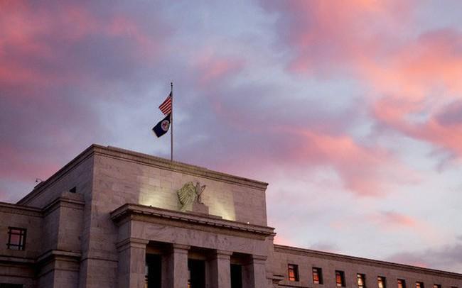 """Phố Wall giảm điểm sau tuyên bố """"diều hâu"""" của Fed"""