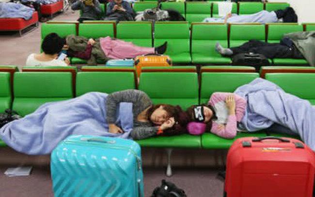 Chi phí quá đắt đỏ, Nhật Bản nghĩ ra cách cung cấp chăn miễn phí ở sân bay, tăng chuyến bus đêm để du khách tiết kiệm tiền ở khách sạn