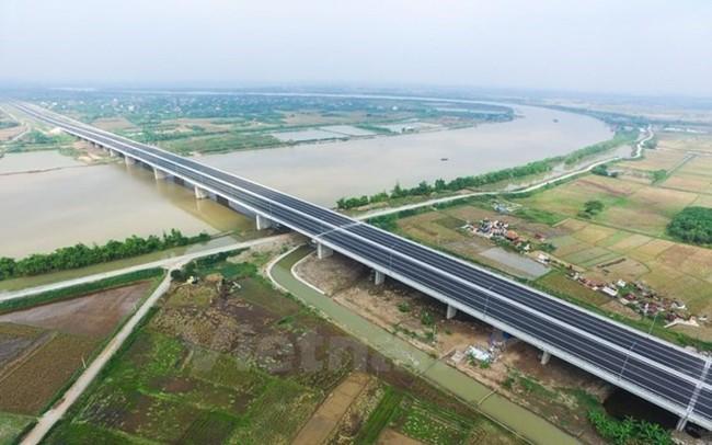 'Ông chủ' đường cao tốc Hà Nội-Hải Phòng như ngồi trên… đống lửa