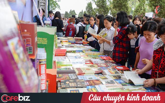 Bức tranh tối - sáng trong ngành sách: Biên lợi nhuận chỉ 3% nhưng thị trường còn rất lớn, 50% sách phân phối qua TMĐT, đã có nhiều tác giả viết sách bằng tiếng nước ngoài