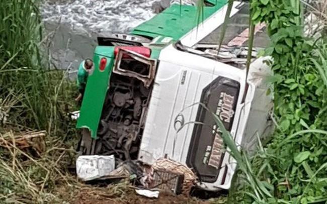 Hiện trường chiếc xe lao xuống vực ở đèo Lò Xo khiến 3 người tử vong