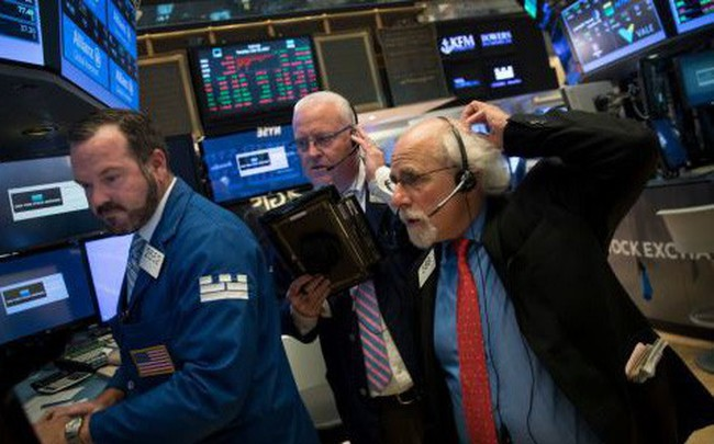 Dow Jones mất hơn 300 điểm vì nỗi lo chiến tranh thương mại
