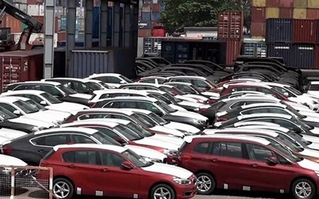 """Xuất ngược về Đức 126 container xe BMW sau 1 năm """"mốc meo"""" ở cảng - ảnh 1"""