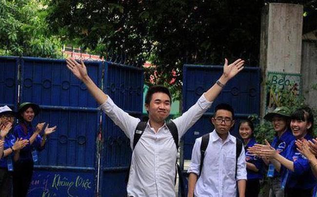 Kết quả hình ảnh cho thí sinh vui mừng bước khỏi phòng thi