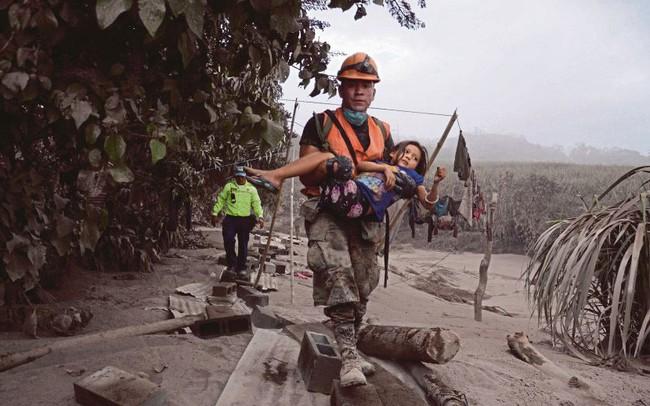 Khoảnh khắc núi lửa phun trào như tận thế làm 65 người thiệt mạng ở Guatemala