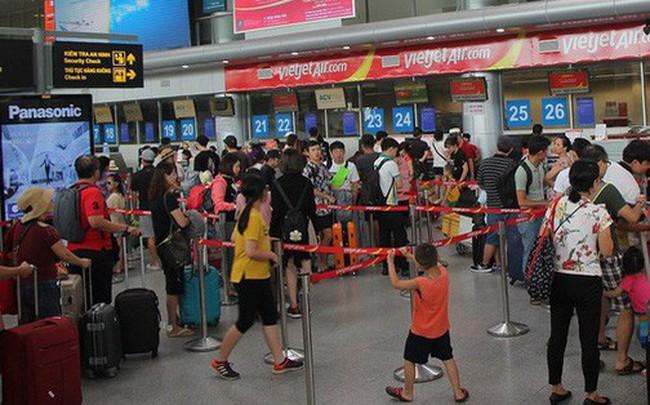 Hành khách ném điện thoại vào mặt nữ nhân viên Vietjet vì chuyến bay bị hoãn