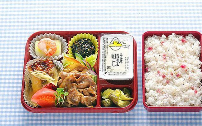 Bí mật kinh doanh đặc biệt của đế chế bán cơm hộp văn phòng Nhật Bản: Bán tới 70.000 suất mỗi ngày dù chỉ có 1 loại món!