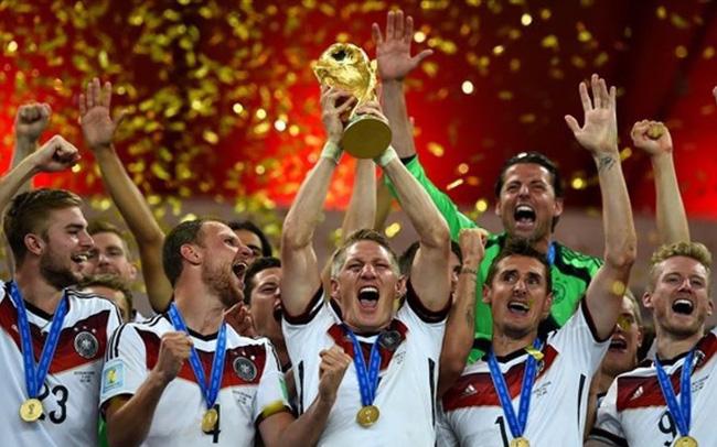 """VTV được gì khi """"úp mở"""", """"ú tim"""" người hâm mộ về bản quyền World Cup?"""