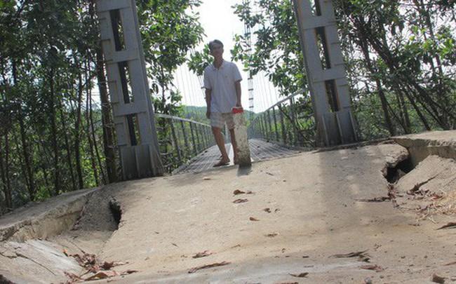 Cầu treo 6,5 tỉ đồng xây 3 năm chưa đi được vì... thiếu đường dẫn