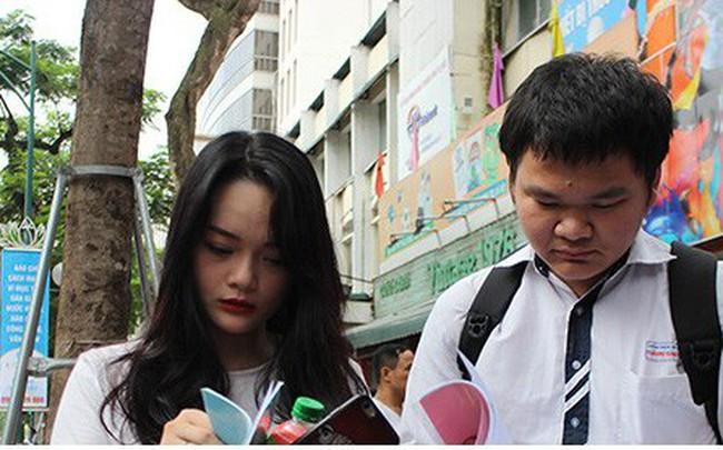 Hà Nội: Phụ huynh quay cuồng nộp hồ sơ vào 10, như chơi chứng khoán