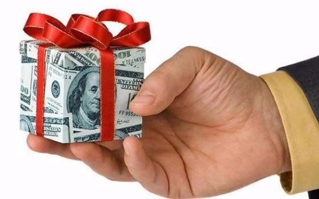 """Con, cháu """"sếp phó"""" Xây dựng Hòa Bình (HBC) sắp nhận quà bằng cổ phiếu trị giá hơn 7 tỷ đồng"""