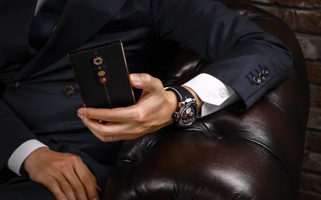 """Chiêm ngưỡng chiếc điện thoại thông minh mà Lamborghini tạo ra cho giới """"nhà giàu"""""""