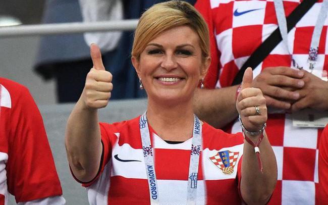 Chân dung nữ tổng thống nóng bỏng thường xuyên bị nhầm là người mẫu bikini, fan cuồng bóng đá của Croatia