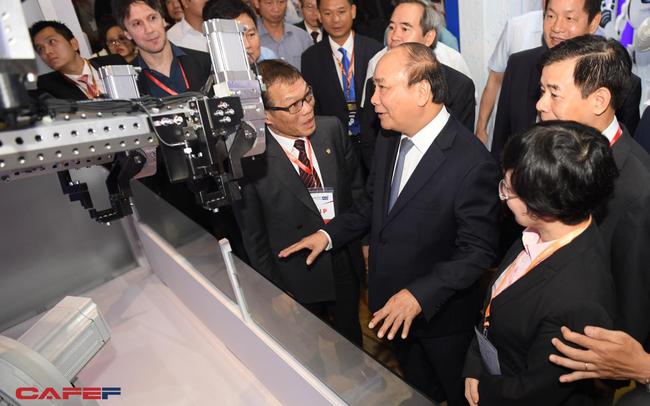 Chùm ảnh: Thủ tướng, lãnh đạo cấp cao và các doanh nghiệp lớn tham dự Triển lãm quốc tế về công nghiệp 4.0