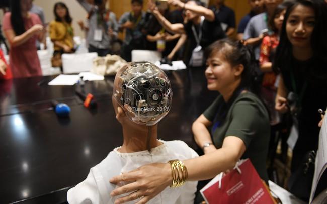 Những điều chưa kể của máy móc, robot tại Industry Summit 4.0 2018 - ảnh 1