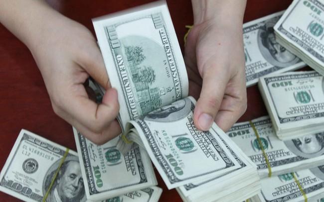 Giá bán USD tại các ngân hàng thương mại đồng loạt vượt 23.000 đồng