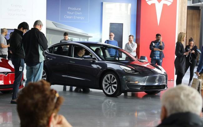 Tesla đạt sản lượng 5.000 xe Model 3 vào phút chót, Elon Musk được về ngủ tại biệt thự triệu đô thay vì nằm gầm bàn nhà máy