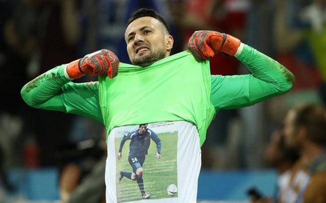 Câu chuyện tình bạn cảm động sau hình ảnh trên áo của người hùng Croatia