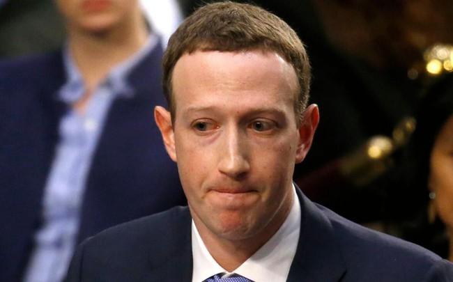 """Mark Zuckerberg liên tiếp """"gặp họa"""": Facebook mất hơn 100 tỷ USD và giờ thì anh lại bị cổ đông lớn đề xuất đuổi khỏi ghế Chủ tịch"""