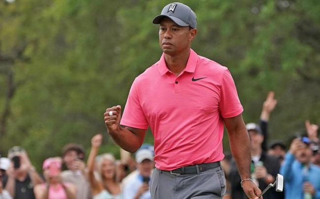 5 cú đánh hay nhất tuần qua: Vinh danh cú chip-in đẳng cấp của Tiger Woods
