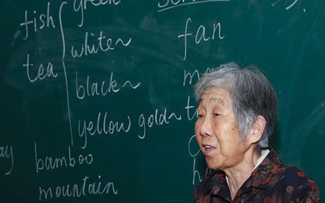 Lười học ngoại ngữ, đổ tại bận làm và ti tỉ lý do: Quyết tâm của bạn chắc chắn thua xa một cụ bà 80 tuổi
