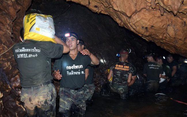 Video: Đội bóng Thái Lan đã nhận được nhu yếu phẩm, gửi lời cảm ơn tới toàn thể mọi người