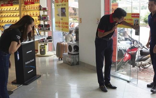 """""""Sự tích"""" cái cúi chào của FPT Shop: Chiến dịch """"vá lỗ hổng dịch vụ"""" của một đại gia bán lẻ từng nhận cả trăm cuộc gọi khiếu nại mỗi ngày"""