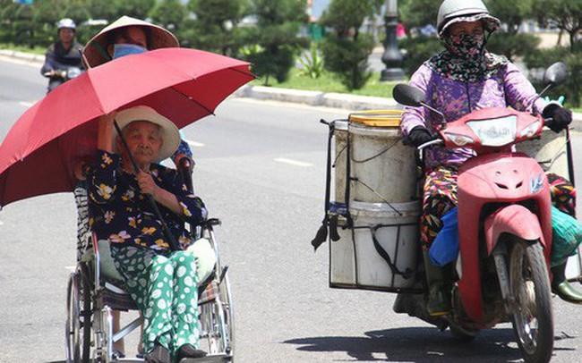 Chùm ảnh: Nắng nóng hoành hành, miền Trung điêu đứng