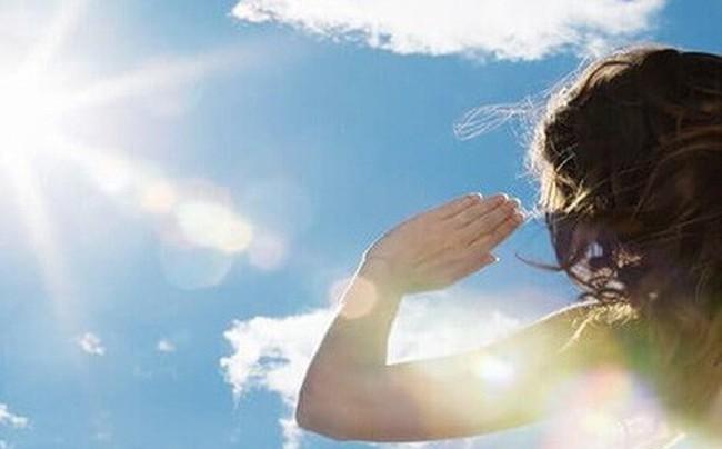 Infographic: Hoa mắt chóng mặt vì nắng nóng, phải làm ngay các việc này