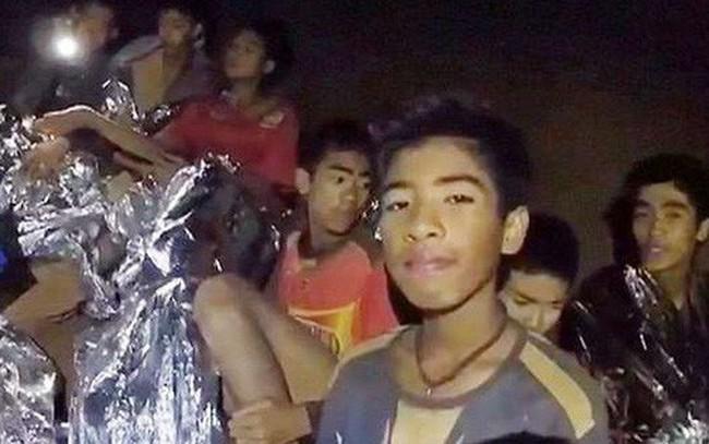 Đội bóng Thái Lan vẫn chưa đủ sức khỏe để lặn ra ngoài, có thể sẽ phải ở trong hang thêm 4 tháng
