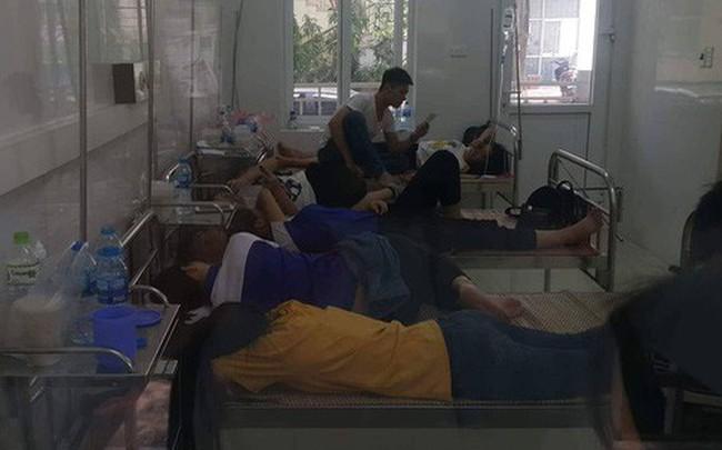 Hà Nội: Bệnh viện quá tải vì hàng trăm học viên đau bụng nhập viện