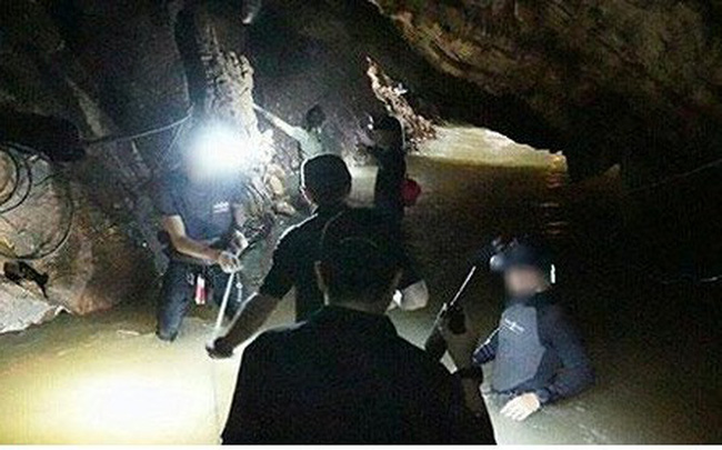 Tiết lộ cách thức các thành viên trong đội bóng Thái Lan thoát hiểm