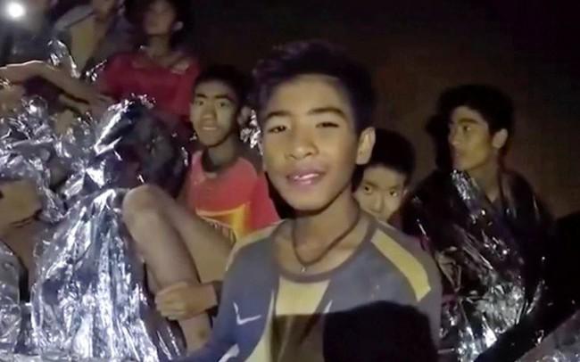 Chiến dịch giải cứu đội bóng thiếu niên bị mắc kẹt ở Thái Lan: Kết thúc ngày thứ 2, đã có 8 cầu thủ nhí được đưa ra khỏi hang