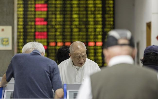 Vốn hóa trồi sụt gần 100 tỷ USD mỗi ngày trong 7 phiên liên tiếp, chứng khoán Trung Quốc vẫn chưa tìm thấy đáy