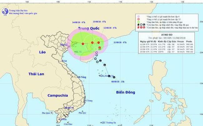 Áp thấp nhiệt đới gây mưa dông, gió giật cấp 8 trên Biển Đông
