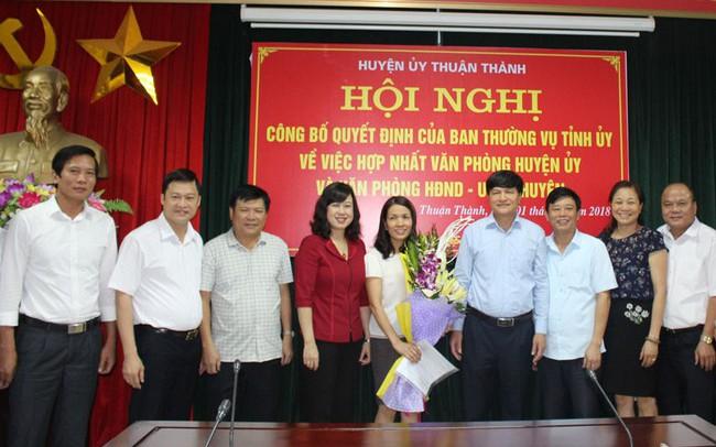 Công bố quyết định hợp nhất văn phòng cấp ủy và chính quyền
