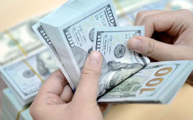 Phiên giao dịch đầu tuần, USD ngân hàng tiếp tục bám sát trần