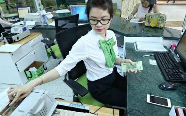 """""""Soi"""" thu nhập nhân viên ngân hàng: Cao nhất hơn 34 triệu đồng mỗi tháng"""