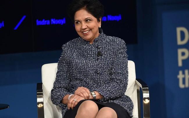 Cuộc đời và sự nghiệp của nữ tướng lừng danh Pepsi: Đặt chân tới Mỹ ở tuổi 22, kiếm được 31 triệu USD trong năm ngoái