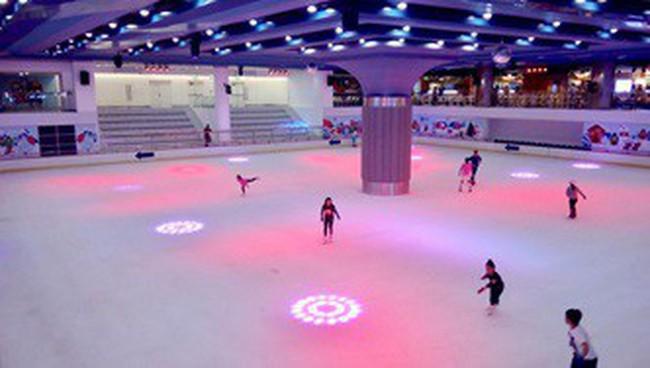 Sân trượt băng lớn bậc nhất Việt Nam trong tòa nhà Landmark 81