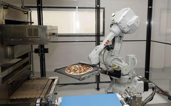 SoftBank muốn đầu tư 750 triệu USD vào công ty làm bánh pizza bằng robot