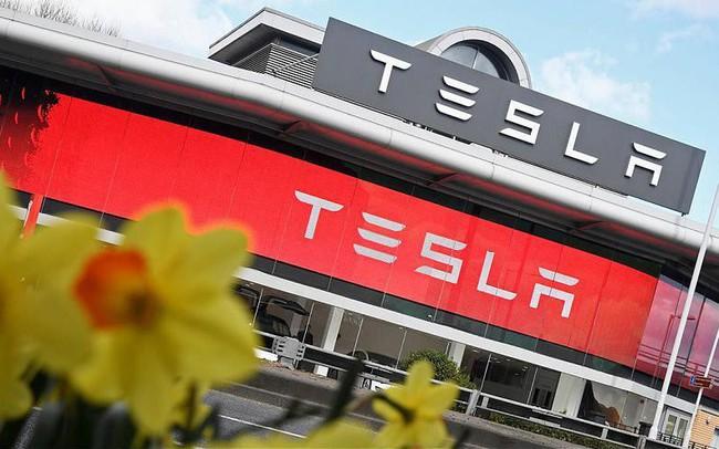 Chỉ với 61 chữ cái, Elon Musk vừa thay đổi tương lai của Tesla và khiến cổ phiếu tăng vọt