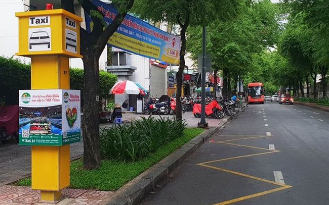 'Bến' taxi đầu tiên ở TPHCM 'ế khách' trong ngày đầu thí điểm