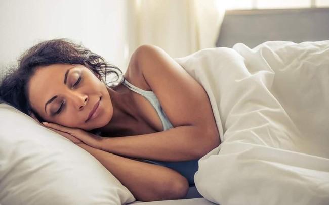 Thường xuyên ngủ nhiều hơn 8 tiếng mỗi đêm làm tăng 56% nguy cơ đột quỵ