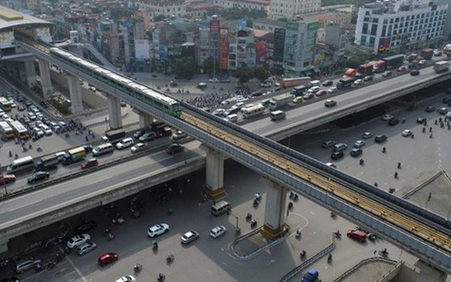 Clip: Hành trình 15 phút đoàn tàu đường sắt trên cao lao vun vút từ ga Cát Linh tới Yên Nghĩa